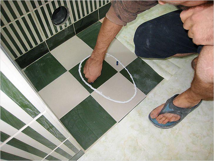 Как положить напольную плитку в туалете своими руками 603