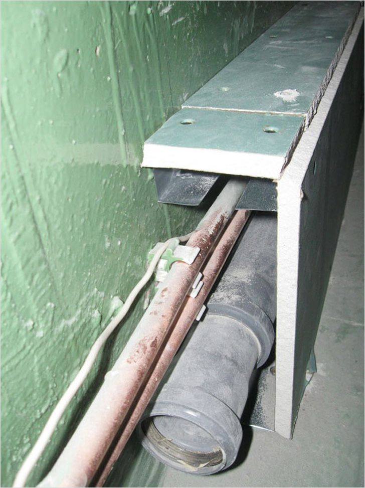 Съемный короб для труб в туалете своими руками